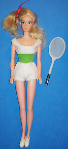 Vintage-Free-Moving-Barbie-Doll-7270-Blonde-1974-Bendable-Legs-Has-Back-Lever