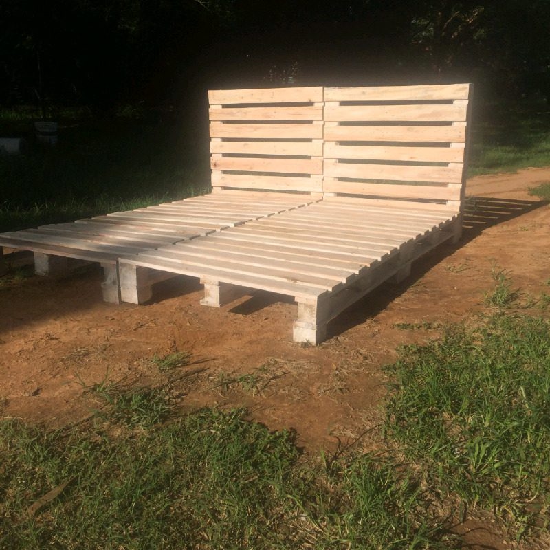 Francois's pallet furniture