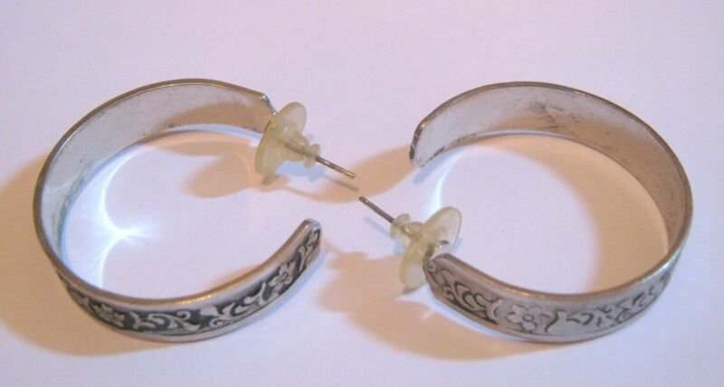 Lovely Silver Tone Metal Earrings Hoop Style Floral Design Approx 3¼ Cm Wide