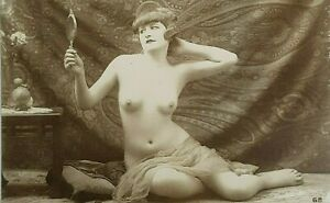 Cartolina EROTICA SALON  PARIS FRANCIA riproduzione di foto d'epoca Donna Nudo