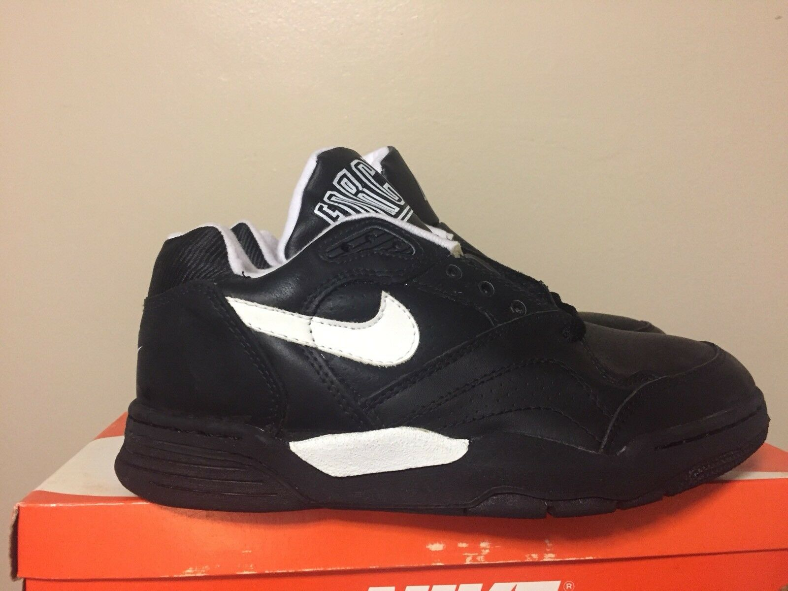 Vintage 1991 Nike Nike Nike Quantum Force Low Sz. 7 US Black White DS Pippen 015746