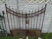 Schönes antikes Tor, das Original 1850 Jahr