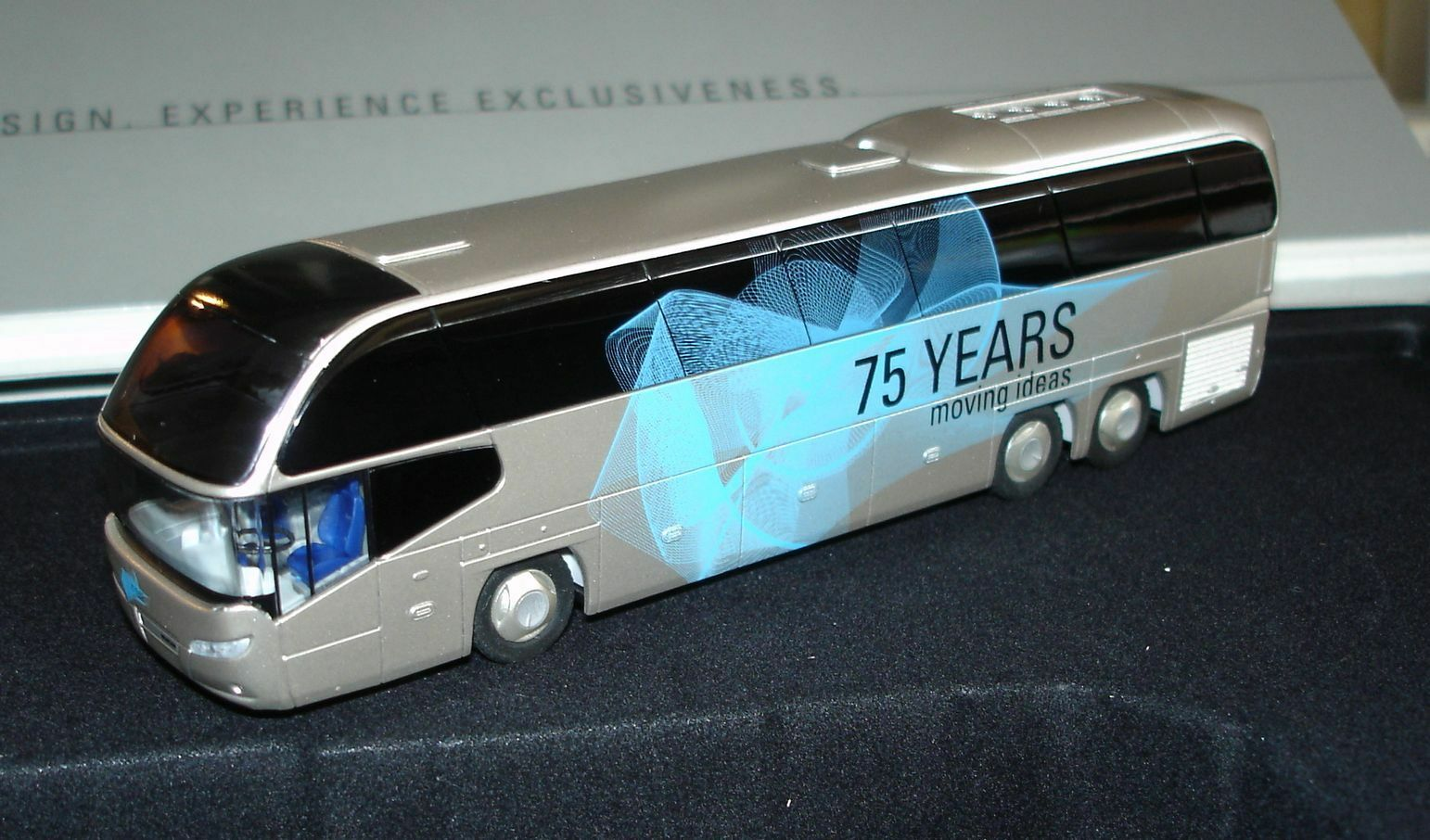Rietze Neoplan Cityliner avec pin  cahier milesstones  75 Years Moving ideas NEUF