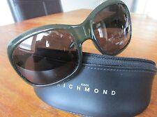 """John RICHMOND-JR56003-61-17-120 - Verde Oliva - """"RICCHI"""" Crystal Logo Occhiali Da Sole-NUOVO SENZA ETICHETTE"""