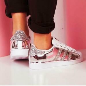 Caricamento dell'immagine in corso Adidas-Superstar -personalizzate-con-tessuto-specchiato-strisce-glitter-