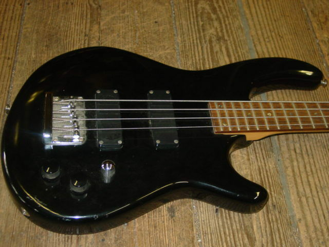 Dean Electric Bass 2 Pick ups Rock and Roll
