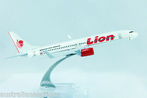 LION-AIRLINES-INDONESIA-AIRLINE-DIECAST-PLANE-MODEL-737-1-400-16cm-STAND-76
