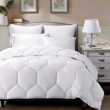 White Hexagon Down Alternative Comforter Duvet Insert, King Size w/ Gray Borders