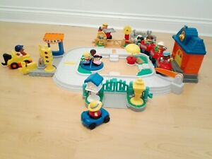 Fisher-Price-Little-People-Fun-Sounds-Train-Set-Village-Loads-of-Accessories