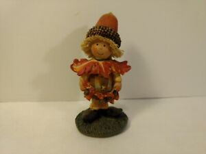 Greenbrier-Scarecrow-Kid-With-Acorn-amp-Oak-Leaves-Polystone-Fall-Decoration-h153
