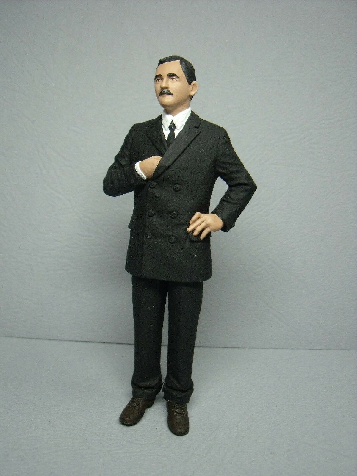 1 18  FIGURE  KARL  RAPP  PAINTED  BY  VROOM  FOR  CMC  MINICHAMPS