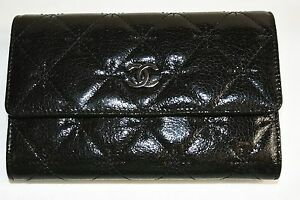 61034589c11241 NEW CHANEL Black Patent Crinkled Leather Wallet Bag Silver CC Logo ...