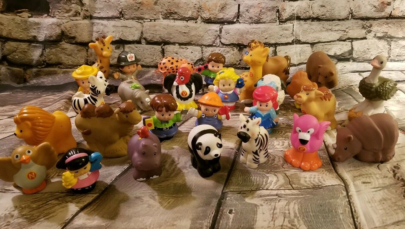 Lot Of 28 Little People and Animals t13
