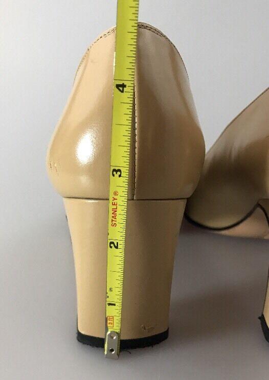 Salvatore Ferragamo Puntera Clásico nude pumps Talla 7.5 trabajo AAA emoción ropa de trabajo 7.5 7f3780