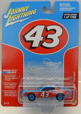 2017 Johnny Lightning *RICHARD PETTY #43 STP* 1974 Dodge Charger STOCK CAR *NIP*