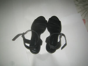 Ladies-shoes-New-look-black-size-5-straps-on