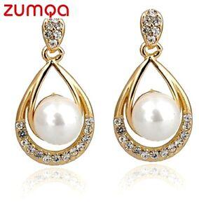 Ocean-Pearl-Teardrop-Studded-Earrings-by-ZUMQA