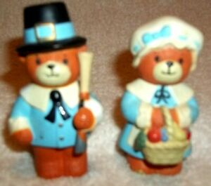 Vintage-Enesco-Bear-Pilgrim-Couple-Salt-amp-Pepper-Shakers-Bottom-Twists-Off-EC