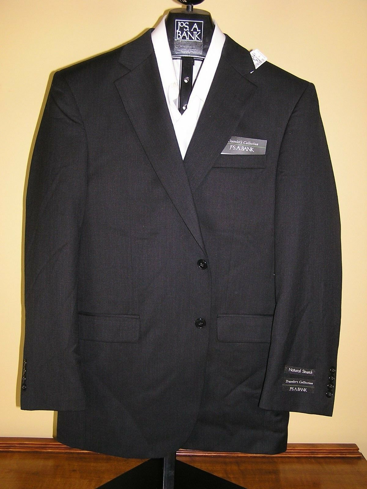 795 new Jos A Bank Traveler solid dark  Grau suit 37 R 31 W Regular fit pleated