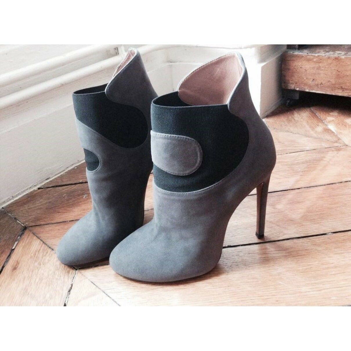 Alaïa grey suede boots size 37EU, excellent condition