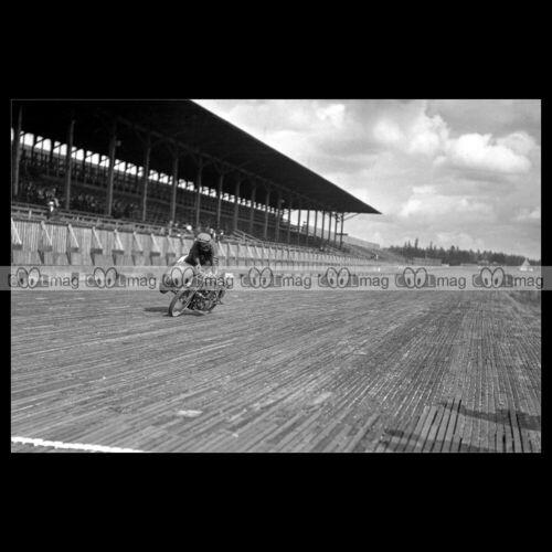 #phm.56705 Photo RED COGBURN SIDECAR STUNT TACOMA SPEEDWAY 1917 BOARD TRACK Moto