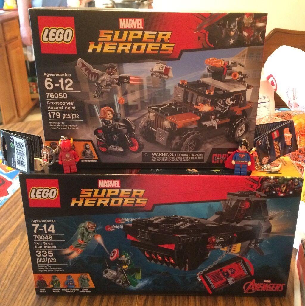 Lego Marvel Super Heroes Lot 76050 & 76048 avec LEGO et Flash Superman Keychains