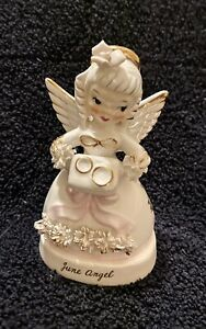 Vintage-Napco-June-Angel-w-Wedding-Pillow-Gold-Rings-A1366-Made-in-Japan