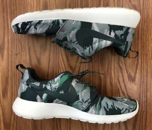 sports shoes 20728 a0cb0 Image is loading Nike-Roshe-Run-Green-Tiger-Camo
