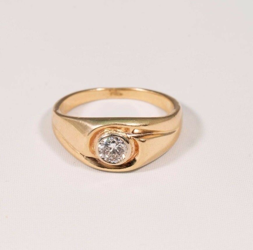 14K Yellow gold Lady's Ring with .55ct Diamond Center, size 7.75