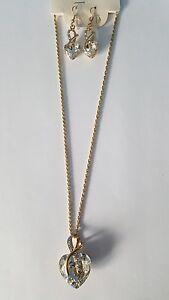 Schmuckset-Halskette-45cm-inkl-weisser-Kristall-Herz-Anhaenger-Ohrringen-Gold