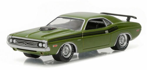 1//64 GREENLIGHT GL MUSCLE SERIES 16 1971 Dodge Challenger HEMI R//T in Lime Green