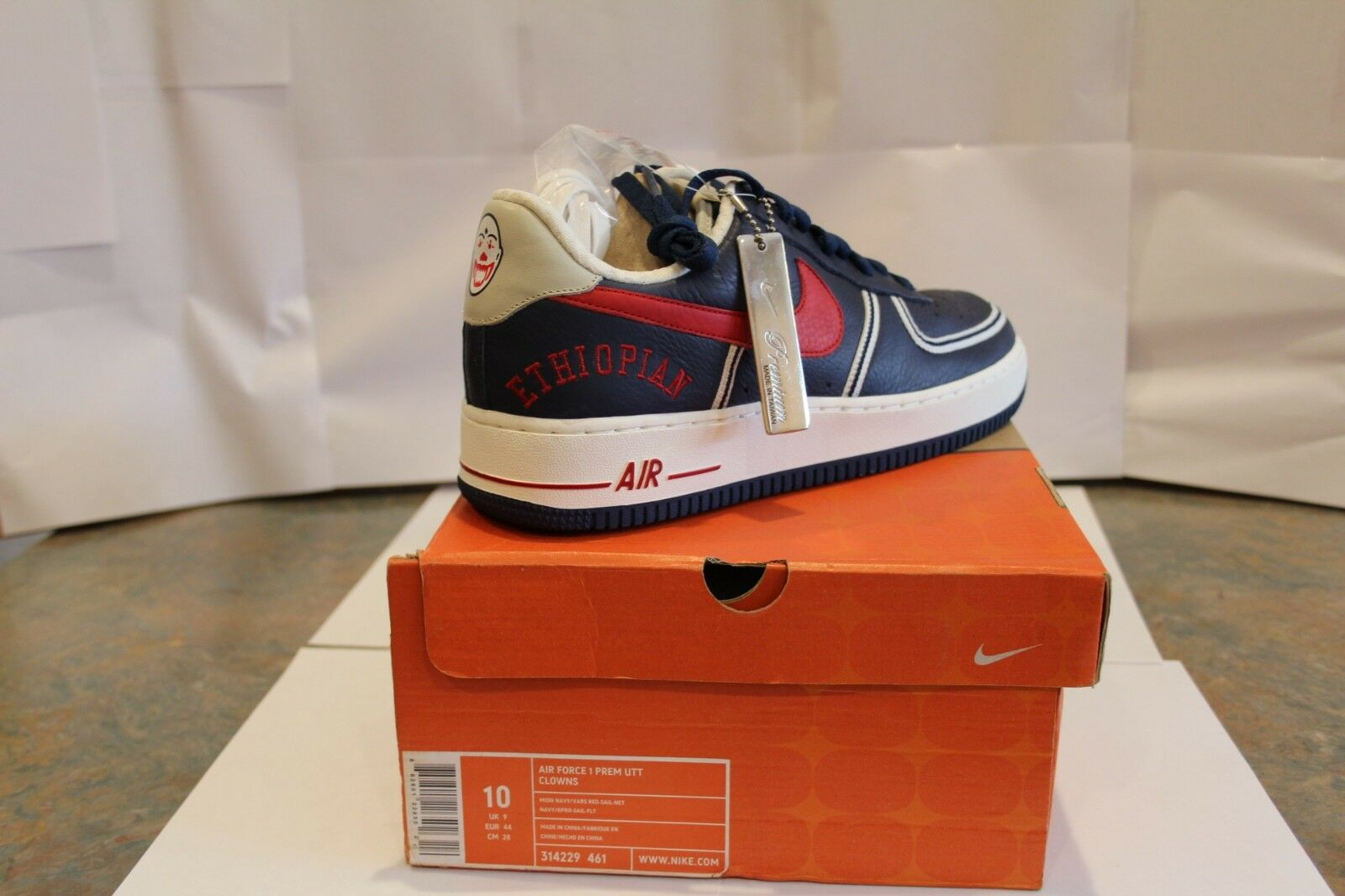 Nike Air Force 1 Premium UTT Clowns - MINT NEW IN BOX -- COLLECTIBLE!!!!!!!!