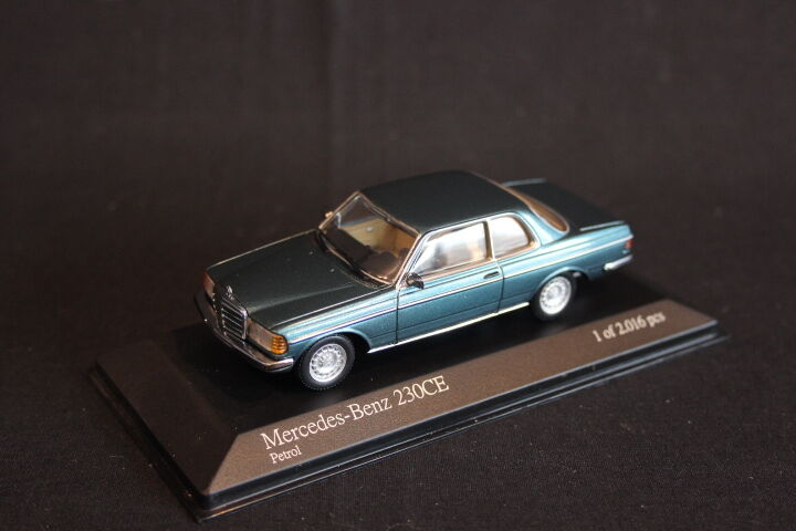 Minichamps Mercedes-Benz 230CE 1977 1 43 Petrol (JS)
