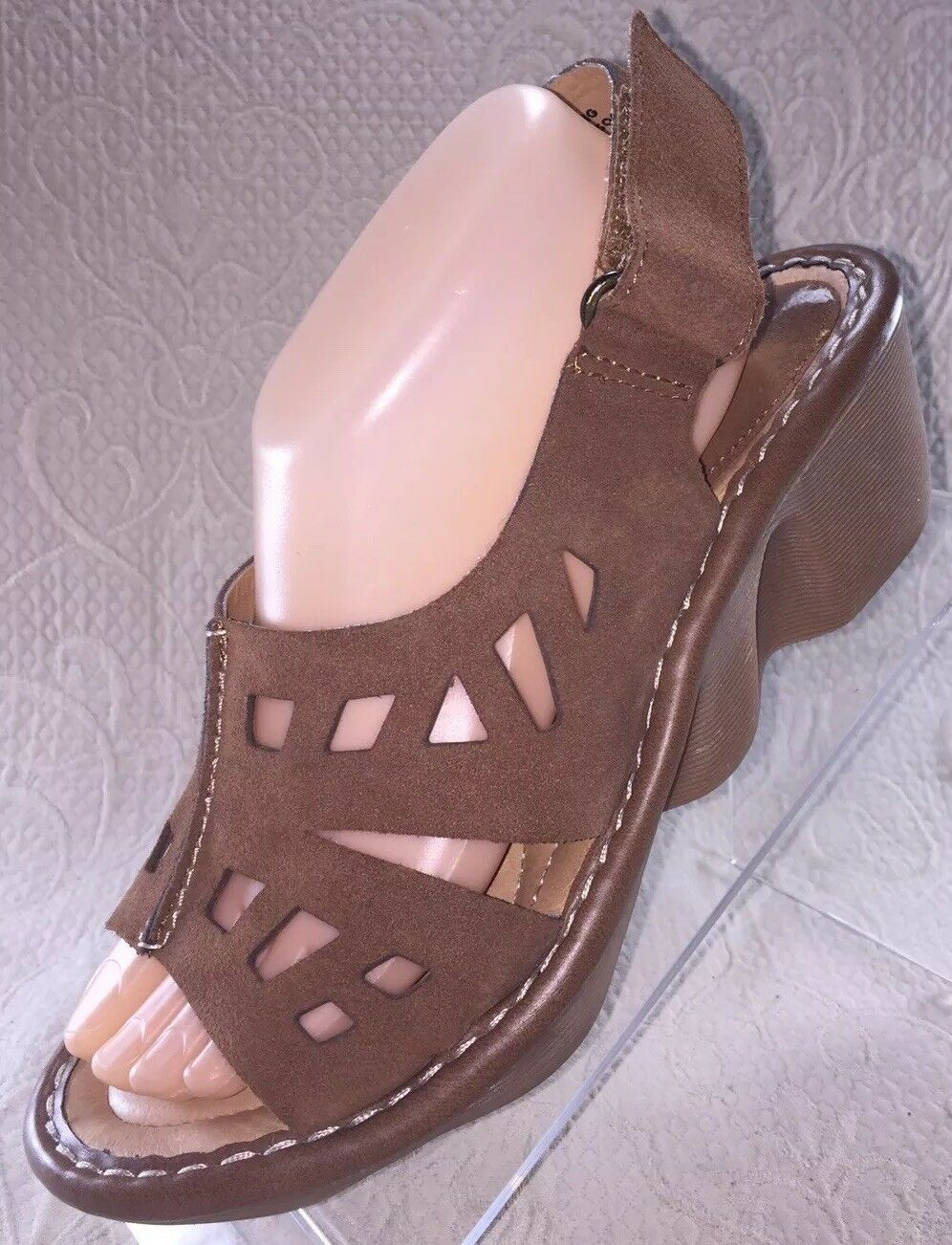 EARTH Stargaze Light Sand Suede Wedge Sandal Women 10 B Tan shoes Worn Once