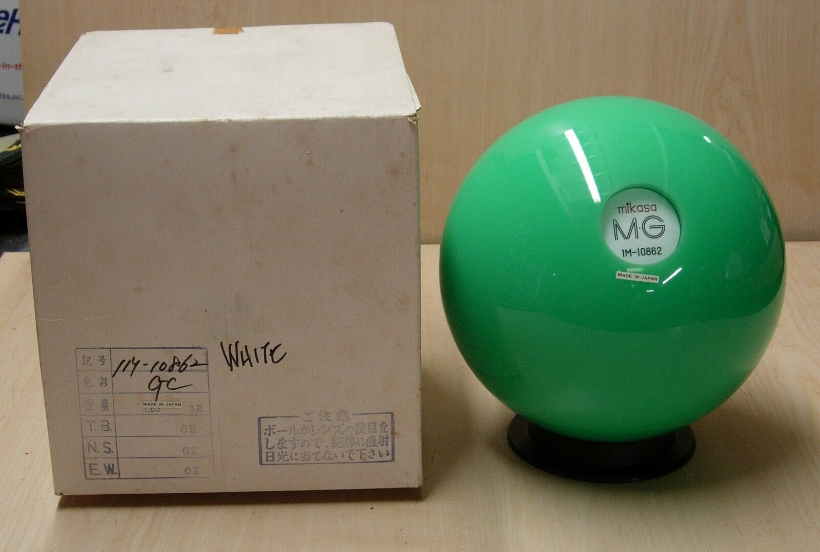 11NOS NIB Mikasa MG Colour Acrylic GREEN Bowling Ball White Center