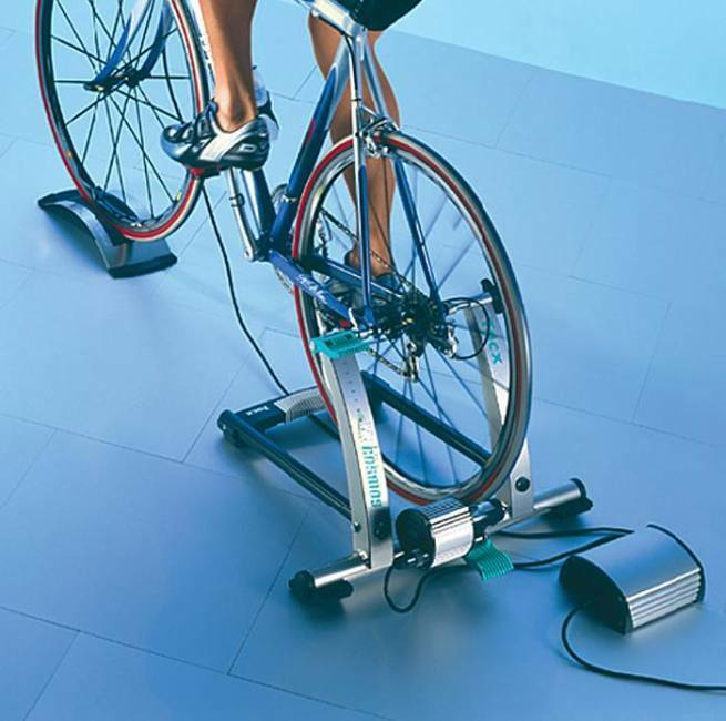 Tacx Cosmos Ergo Turbo Trainer T1970  + Tacx Cosmos Flow PC Upgrade T1925  presenting all the latest high street fashion
