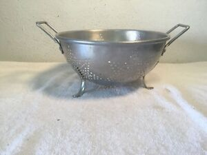 VINTAGE-Colander-Aluminum-Metal-7-Star-Pattern-Large-9-034-Footed-Strainer