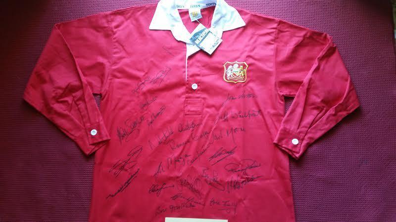 Manchester United 30 leyendas Mano Firmado Retro Camiseta Jersey de todos era's - AFTAL