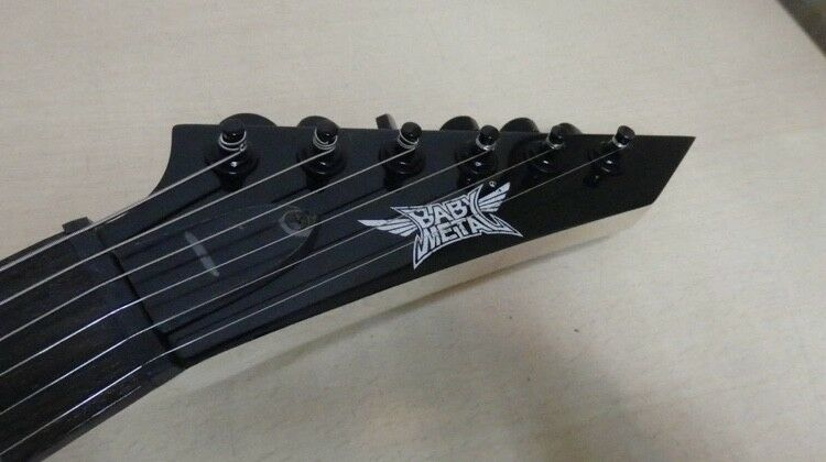 BABYMETAL Mini Arrow Guitar THE ONE Limited ESP Sold out out out Collectible Japan RARE ef2ae6