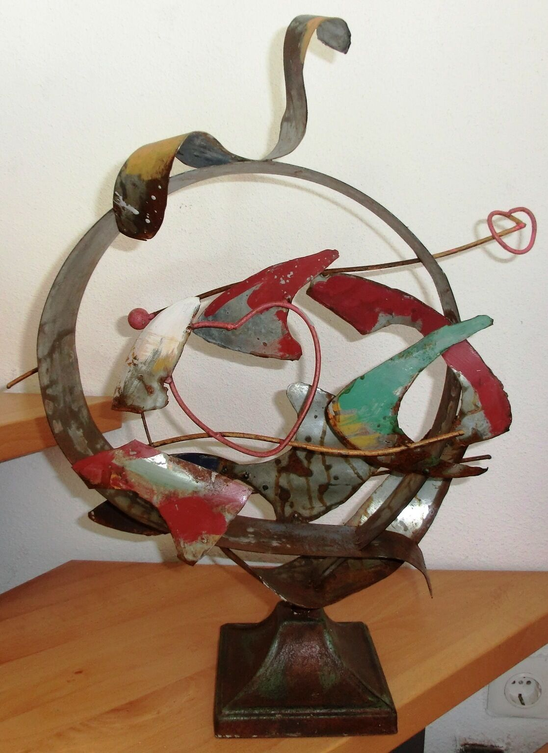 Moderne Skulptur aus Metall Liebe Amore