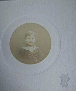 PHOTO-ANCIENNE-VINTAGE-SNAPSHOT-ENFANT-Costume-de-Marin