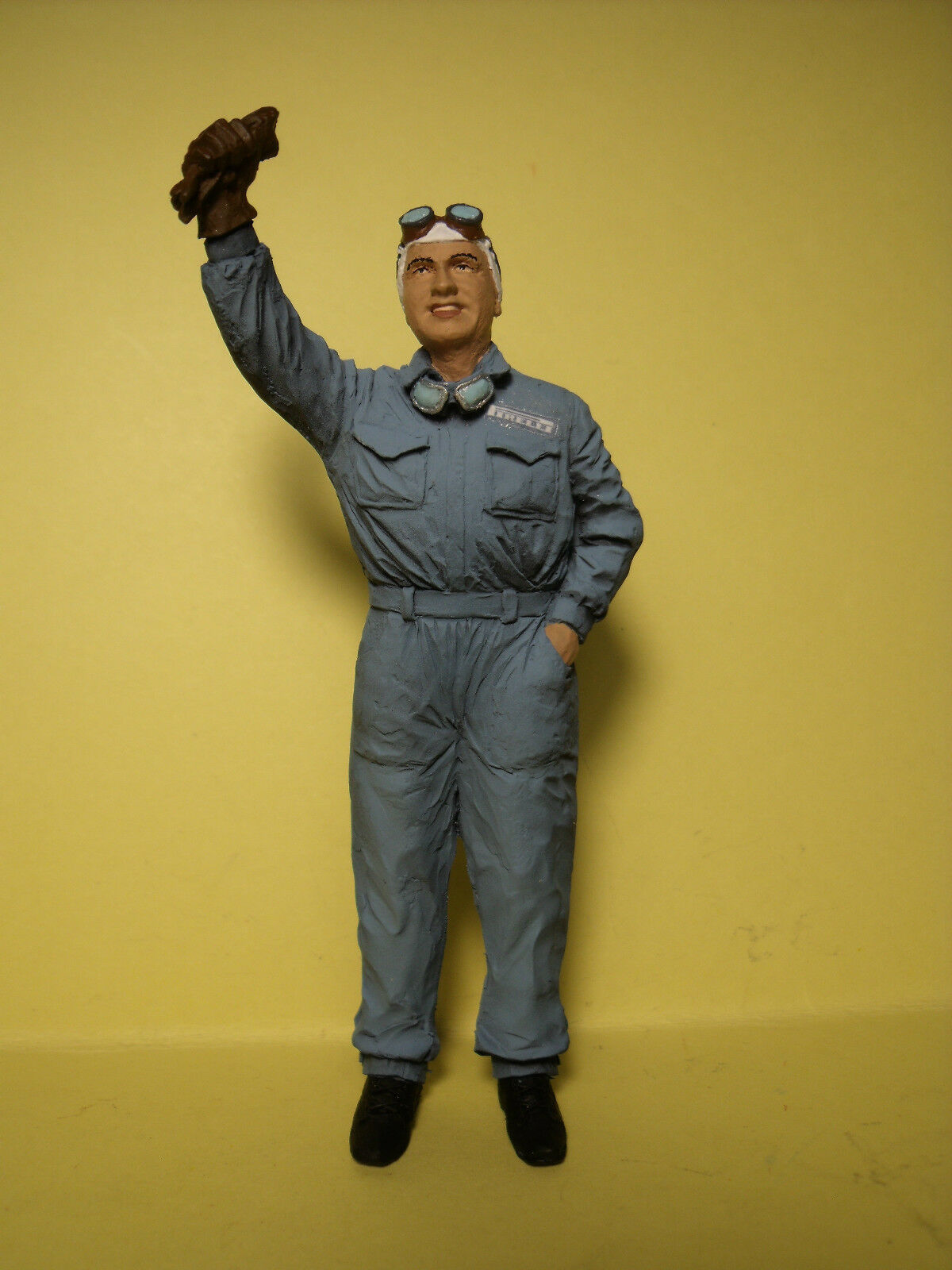 NINO  FARINA  1 18  UNPAINTED  FIGURE   MADE  BY  VROOM   FOR   CMC  AUTOART