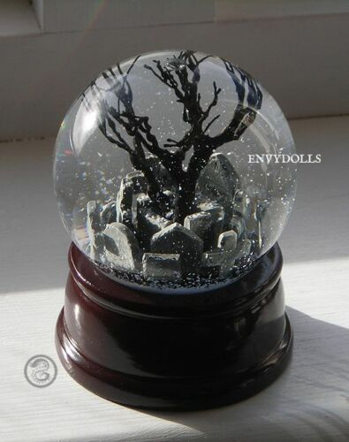 THE CROW Eric Draven Gothic Graveyard detailed glass Snowglobe
