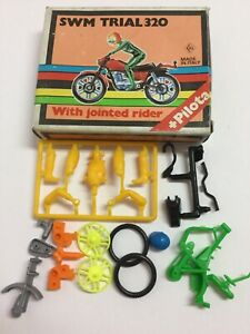 VINTAGE-PILOTA-PLASTIC-SWM-TRIAL-320-MOTORCYCLE-JOINTED-RIDER-MODEL-KIT-ITALY