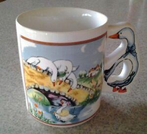 Vintage-Whimsical-Goose-Handled-12-Oz-Coffee-Tea-Mug-Cup-Bridge-Pond-White-Geese