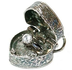 VINTAGE-SILVER-OPENING-RING-IN-HEART-BOX-CHARM