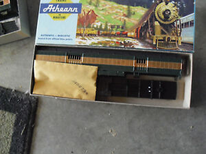 Vintage-HO-Scale-Athearn-Custom-Painted-Green-Gold-Baggage-Car-Kit-in-Box