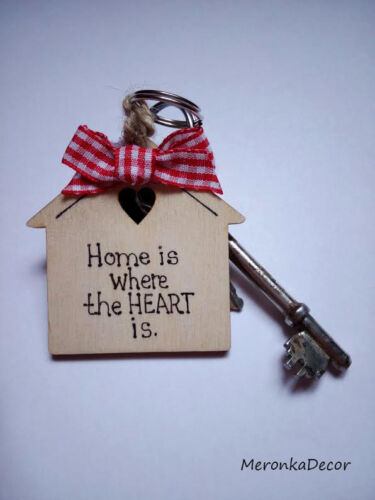 Keyring-Personalised wooden house Home is where the heart is Sweet home red