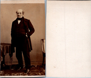 Homme-age-au-crane-degarni-en-pose-circa-1860-CDV-vintage-albumen-Tirage-a