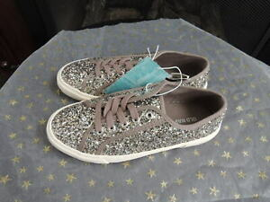 Youth Girls Shoe Size 3 OLD NAVY Taupe